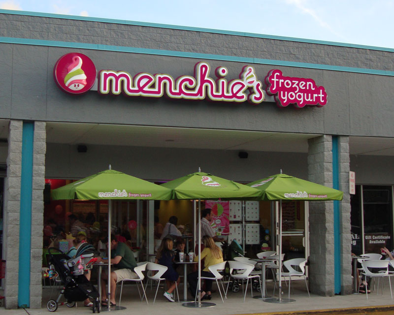 Exterior Menchie's Frozen Yogurt